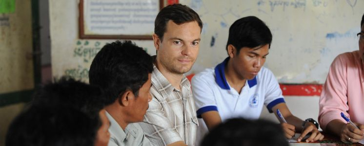 "Adrian Stäger works as a specialist for the partner organisation ""Centre d'Etude et de Développement Agricole Cambodgien"". He meets members of the savings group Mohasammary. (Photo: Christof Krackhardt)"