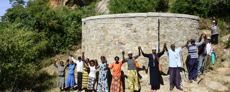 Projekt Regenwasserauffang an einem Felsen und Speicherung in Tanks zur Nutzung in Dürreperioden Projektpartner ADS-MKE - Anglican Develoment Service - Mount Kenya EastAnglican Develoment Service Mount Kenya East