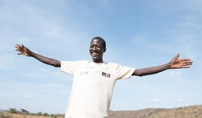 Longora Albert, he is a secretary to one of the groups we formed called Naruoro Group and he is mining both gold and limestone. In der Nähe von Moroto, Karamoja, Uganda Projektpartner ECO - Ecological Christian Organisation
