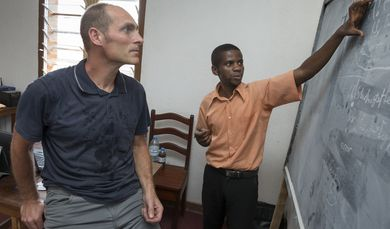 Georg Spirito works as a Civil Peace Expert in Goma/Congo. Together with his Congolese colleague David Bulangalire, he develops new programs for the management of the university. (Photo: Christoph Püschner)