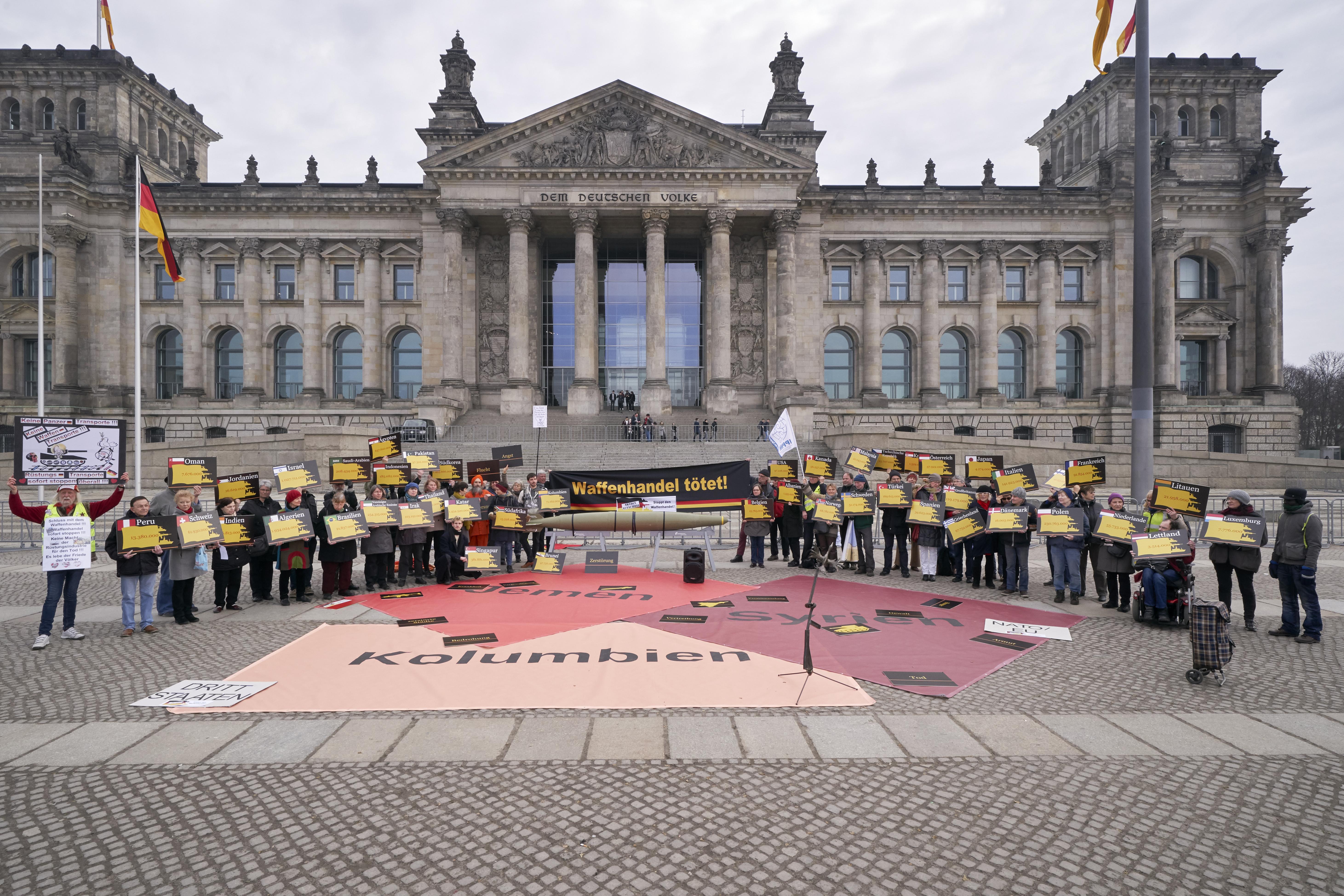 Demonstranten vor dem Reichstag